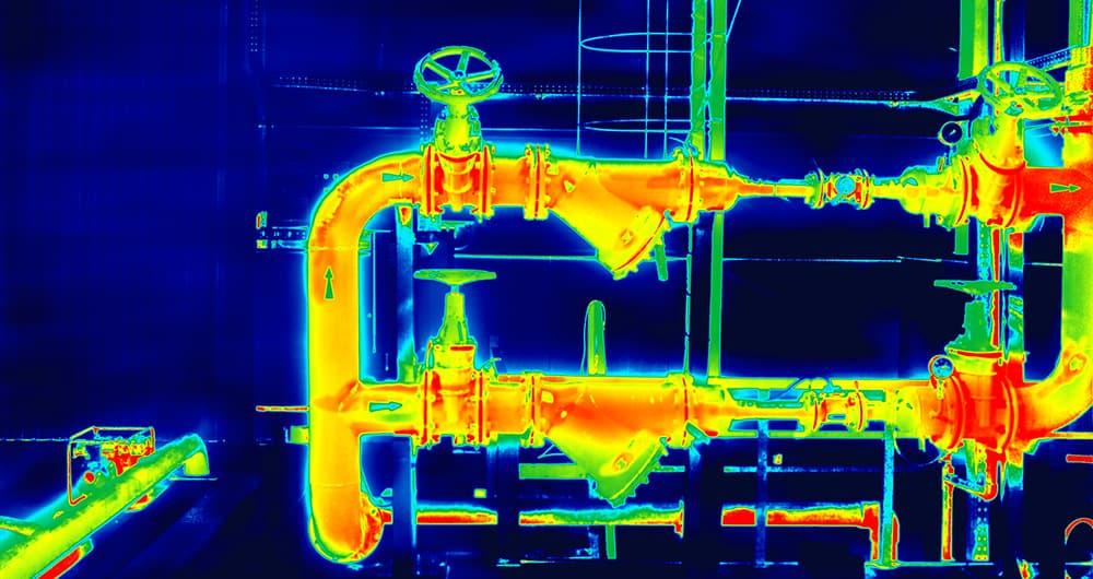 Wärmebildkamera zeigt Wärmeverteilung in Heizrohren