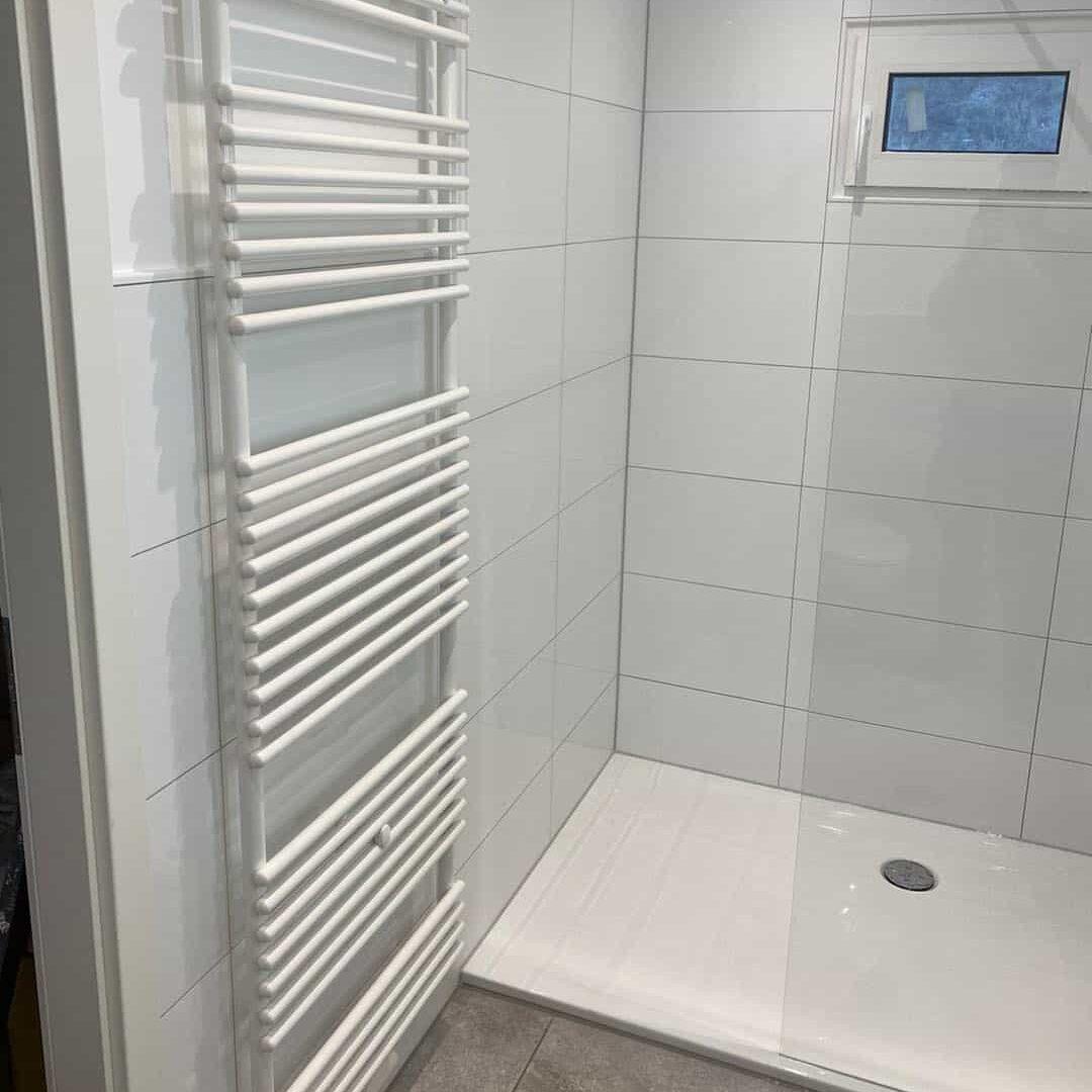 Bodengleiche Dusche und Wandheizung